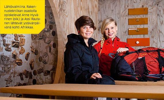 Lähtövalmiina. Rakennustekniikan osastolla opiskelevat Anne Hyvärinen (oik.) ja Assi Rautanen lähtevät ystävänpäivänä kohti Afrikkaa.